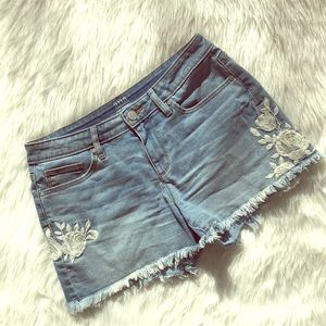 a.n.a embroidered jean shorts size 4